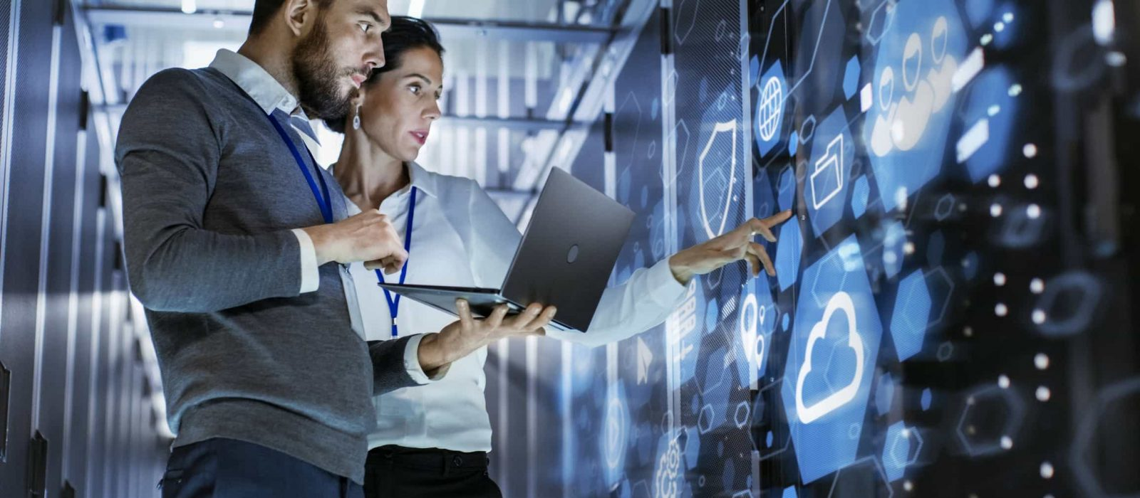 two people looking at the screen for managed cloud services